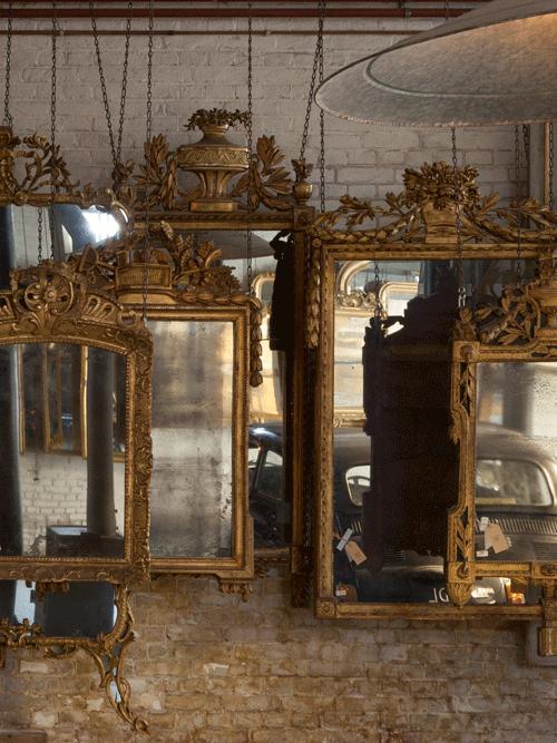 rij met antieke franse spiegels barok stijl
