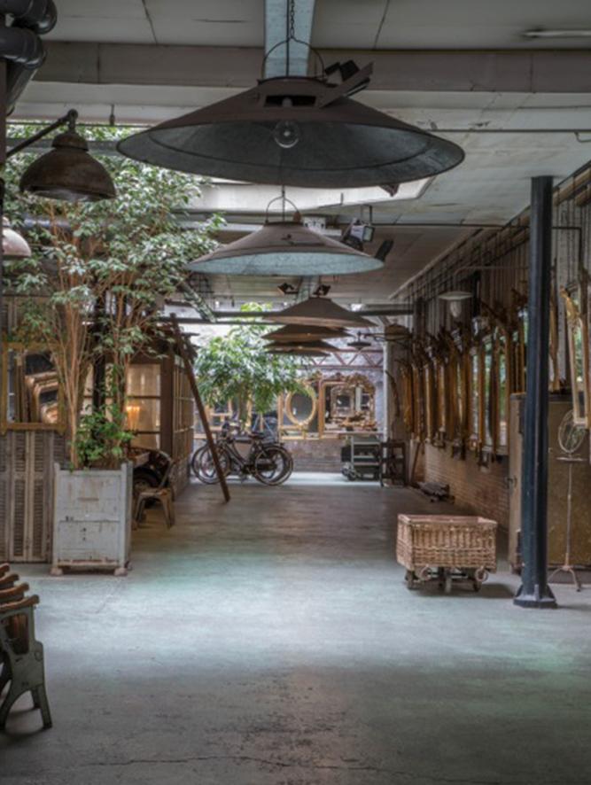 Atelier Anouk Beerents antieke spiegels fietsen op achtergrond