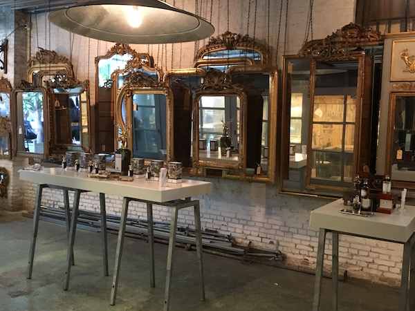 Skins event Anouk Beerents Amsterdam antieke spiegels op achtergrond