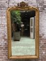 langwerpige antieke spiegel met kuif